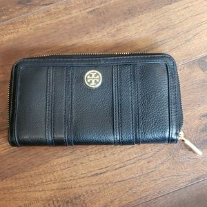 NWOT Tory Burch Black Leather Wallet